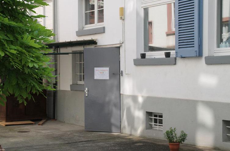 Eingang im Hinterhof der Theater- und Beratungsstelle