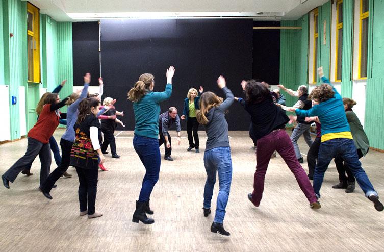 Theater- und Spielberatung Workshops. Interaktion im Kreis