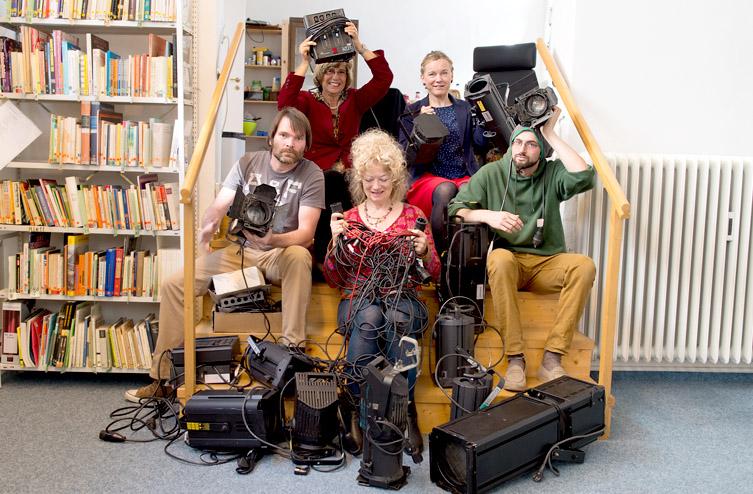 Team der Theater- und Spielberatung mit Equipment